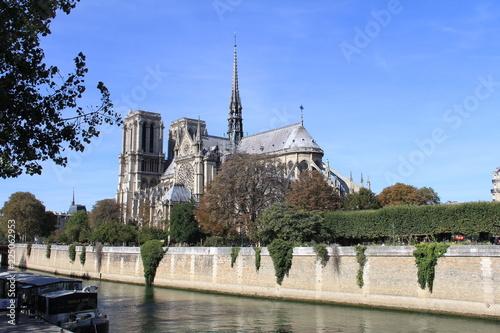 Fotografia  Artiste devant Notre-Dame