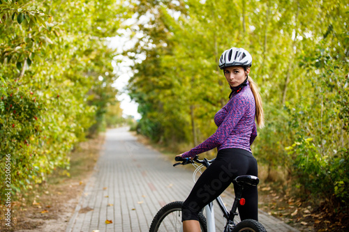 Foto auf Leinwand Radsport Young woman cycling