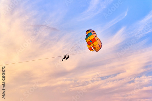 Spoed Fotobehang Luchtsport Parasailing at sunset