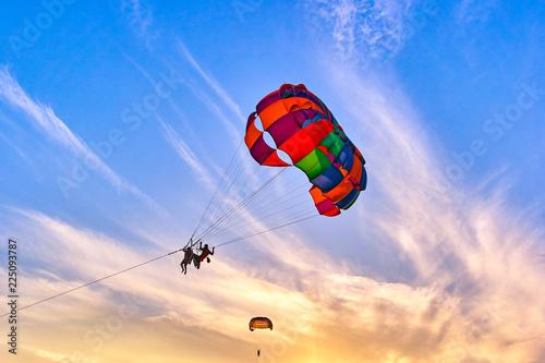 Foto op Canvas Luchtsport Parasailing at sunset
