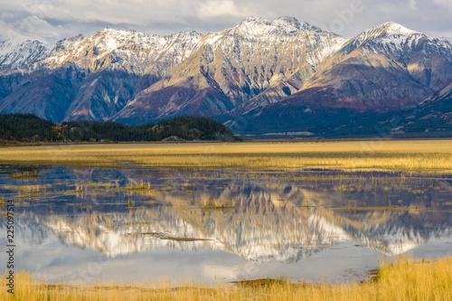 Foto auf Gartenposter Reflexion Mountain range reflected in Water, Kluane National park, Yukon Canada