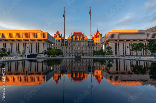 New York State Capitol building at Sunset, Albany, NY, USA Tablou Canvas