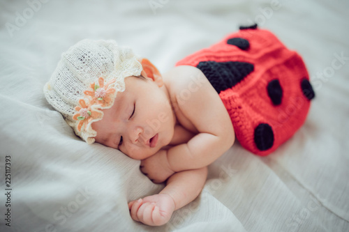Canvas Print 帽子をかぶって眠る赤ちゃん Sleeping newborn baby