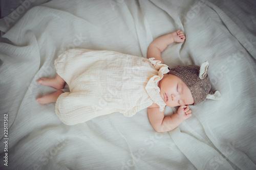 Wallpaper Mural 帽子をかぶって眠る赤ちゃん Sleeping newborn baby