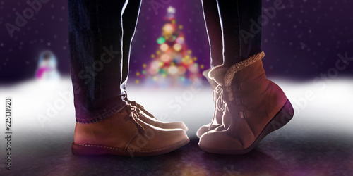 Photographie Love Concept, Low Section of Couple Kissing in Winter Romantic Christmas Night