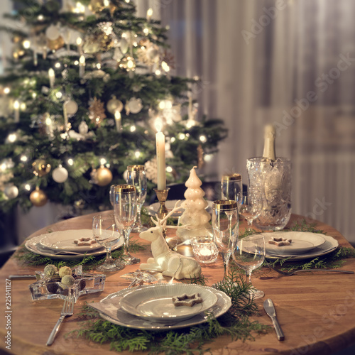 Papiers peints Akt a colorful and festive christmas table setting