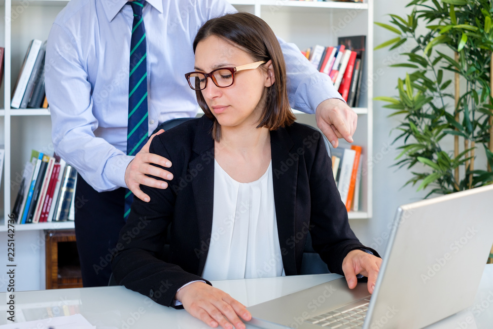 Fototapety, obrazy: Applicant subjected to psychological harassment