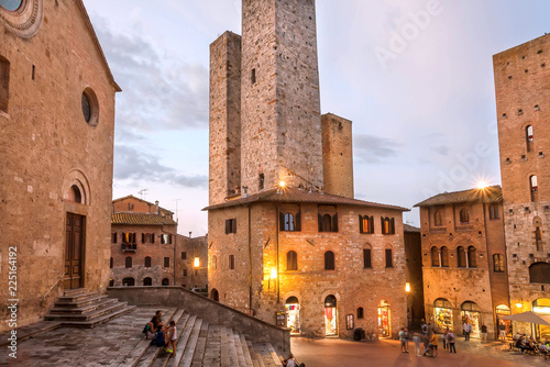 Staande foto Mediterraans Europa Evening with relaxing people under brick towers of ancient town of Tuscany