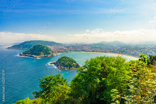 Photo  Aerial view of San Sebastian or Donostia in a beautiful summer day, Spain