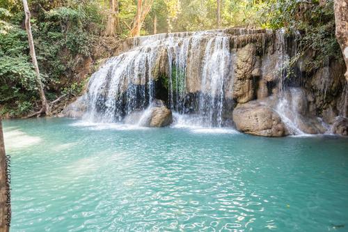 In de dag Groene koraal Pristine Erawan waterfall