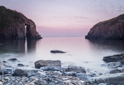 Foto op Canvas Cathedral Cove Church Doors Cove, Skrinkle Bay, Pembroke, Wales