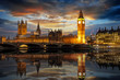 canvas print picture - Der Westminster Palast mit dem Big Ben Turm an der Themse in London am Abend, Großbritannien