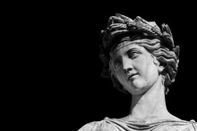 Ancient Roman Or Greek Neoclassical Statue In Rome (Black Adn White With Copy Space)