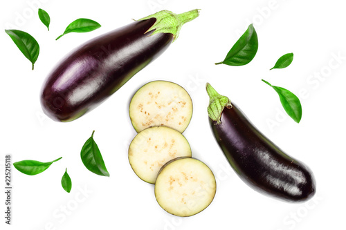 Photo eggplant or aubergine isolated on white background