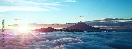 Valokuva  富士山を取り巻く雲海と朝日