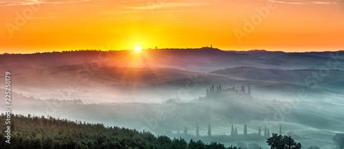 Poster Miel Beautiful Tuscany landscape at sunrise, Italy