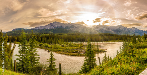 Montage in der Fensternische Honig Sunrise at the meandering of the River Bow in Canadian Rockies