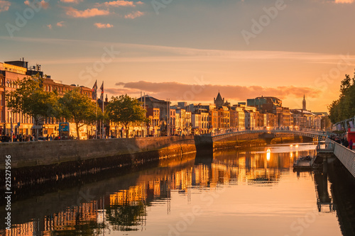 Canvas Print Beautiful golden hour view over Dublin city center in Dublin, Ireland
