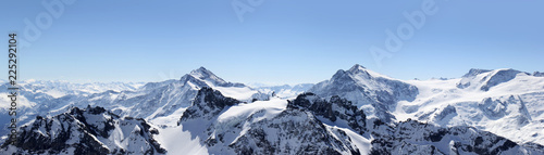 La pose en embrasure Alpes Alps Mountain panorama on the Titlis, Switzerland
