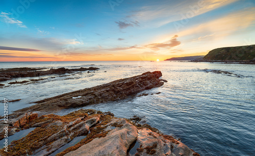 Papiers peints Morning Glory Sunrise over the beach at Cove in Scotland