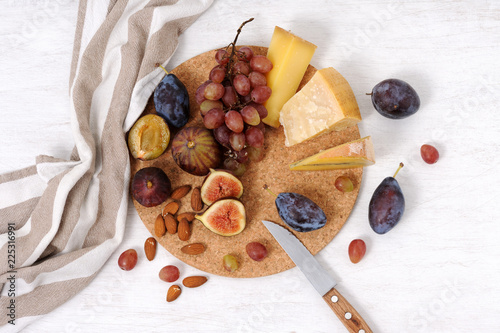 In de dag Assortiment plate with cheese and fruits