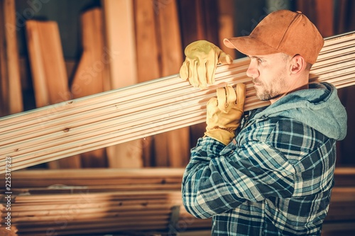 Papiers peints Akt Worker with Wood Planks