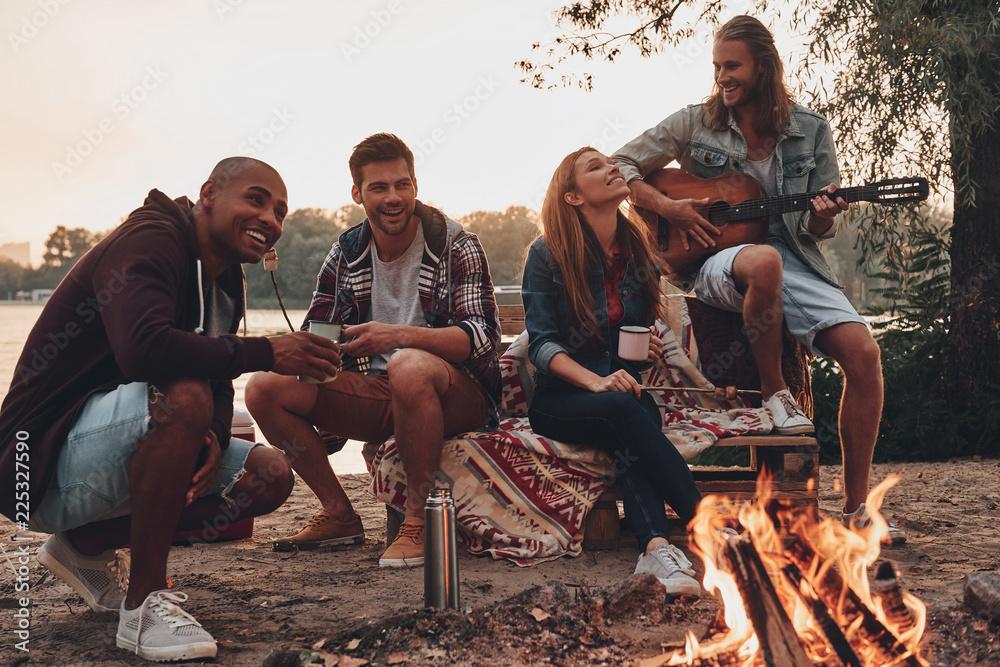 Fototapeta Carefree camping.