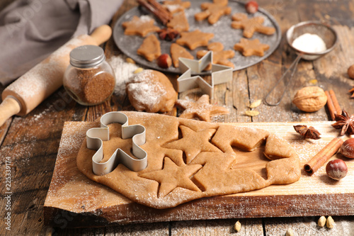 Photo  raw dough forms for christmas cookie