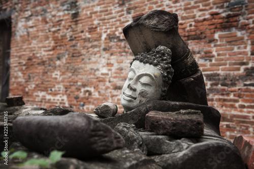 Foto op Canvas Boeddha Head of ruin Buddha statue, Ayutthaya