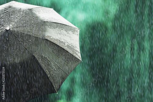 Fotomural Open black umbrella in wet weather