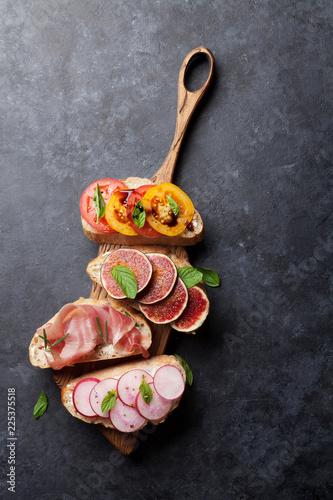 Brushetta or spanish tapas set