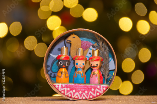 Fotomural Miniature of the three Magi (the Three Biblical Kings, also referred to as the Three Wise Men) in front of a Christmas tree with blurred lights