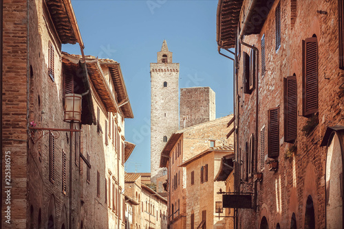 Foto op Plexiglas Mediterraans Europa Narrow streets and old towers inside the ancient Tuscan town. Historic San Gimignano town. UNESCO World Heritage Site