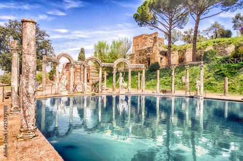 Tablou Canvas The Canopus, ancient pool in Villa Adriana, Tivoli, Italy