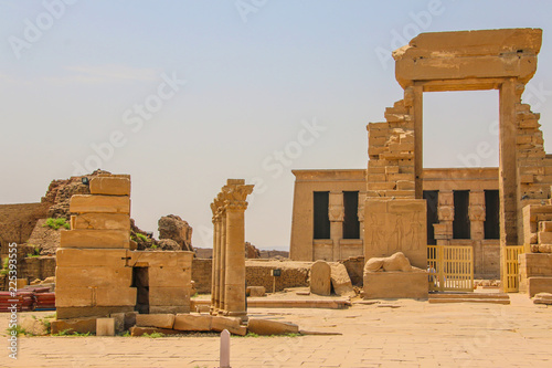 Foto op Aluminium Rudnes The ruins of the beautiful ancient temple of Dendera or Hathor Temple. Egypt, Dendera, an ancient Egyptian temple near the city of Ken