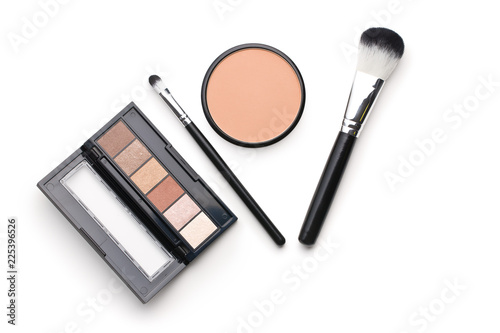 Photographie The makeup products. Brush and eyeshadow powder.
