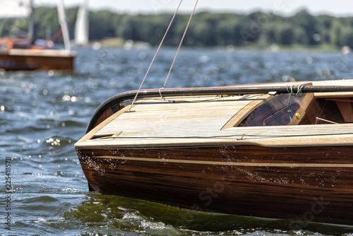 Fotografía  Heck einer klassischen Segelyacht bei einer Regatta