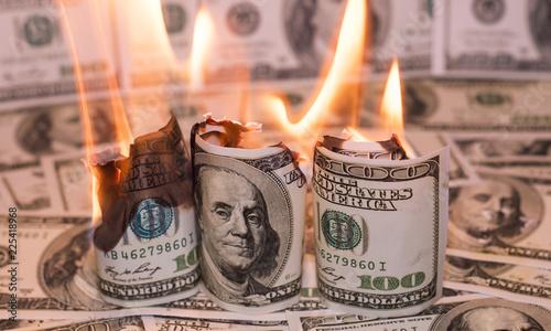 Valokuva  Burning one hundred dollar