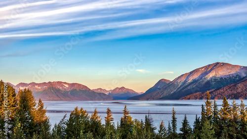 Photo Stunning Alaskan Mountain Lake