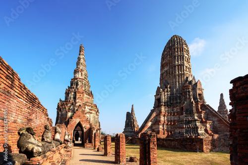 Photo sur Toile Con. Antique Wat Chaiwatthanaram, Buddhist temple in the city of Ayutthaya