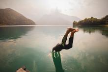 Kopfsprung In Einem See
