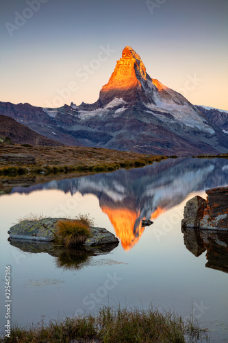 Deurstickers Alpen Matterhorn, Swiss Alps. Landscape image of Swiss Alps with Stellisee and Matterhorn in the background during sunrise.