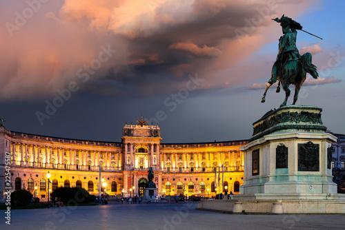 Wiener Hofburg im wunderschönen Abendlicht
