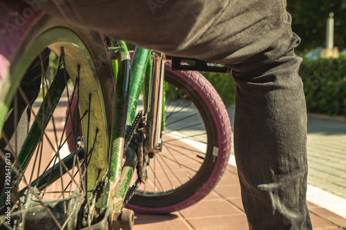 Fotografía  Parts of a bmx bicycle. Boy with a bmx for the city
