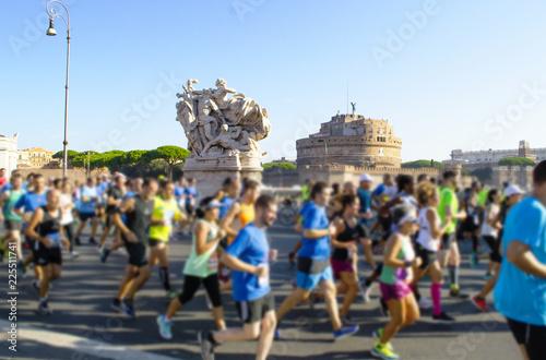 Valokuva  maratona a Roma, passando per Castel Sant'Angelo e i monumenti