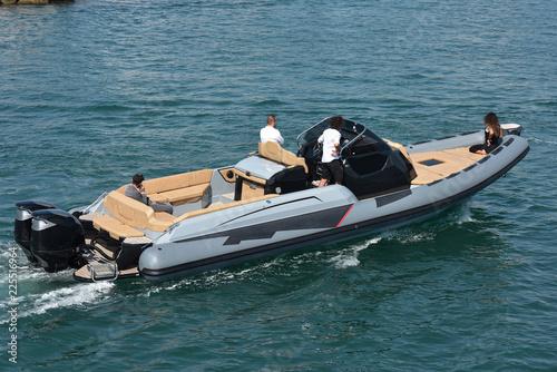 Un giro sul fuoribordo
