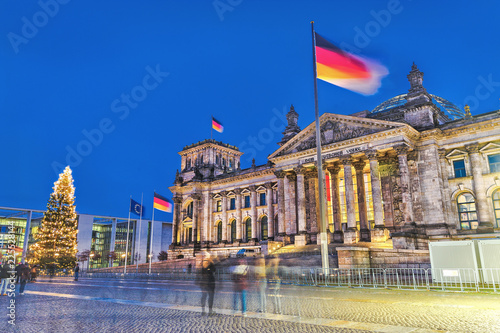 Foto  Bundestag - the Government main building in the capital of Germany - Berlin