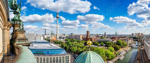 Montage in der Fensternische Zentral-Europa berlin city center seen from the berlin cathedral
