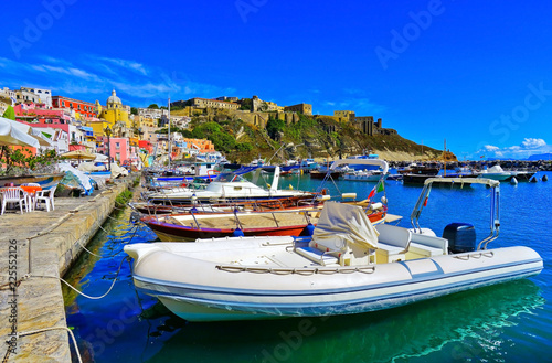 Cuadros en Lienzo  View of the colorful houses at the Port of Corricella in Procida Island, Italy