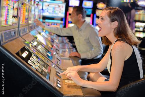 Spoed Foto op Canvas Muziekwinkel Woman cheering encouragement to arcade machine